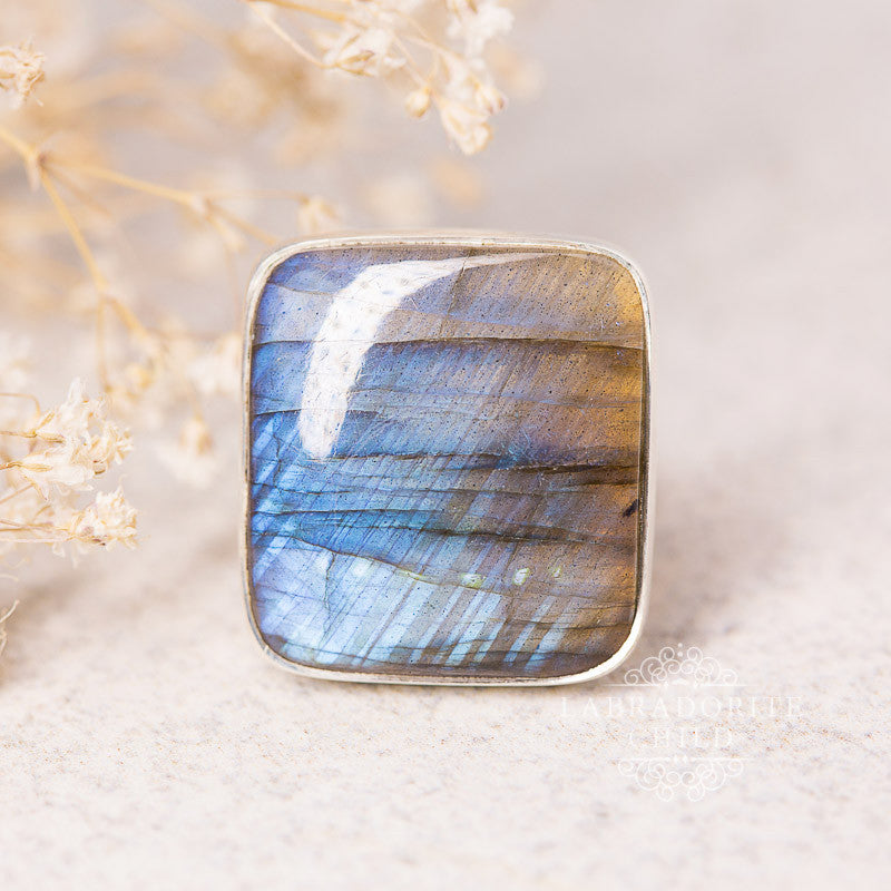 Labradorite Ring - Sleeping Beauty