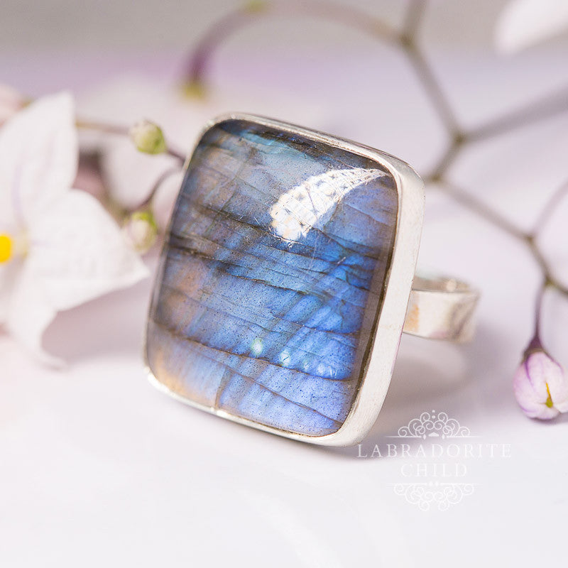 Labradorite Ring - Edgy Spirit