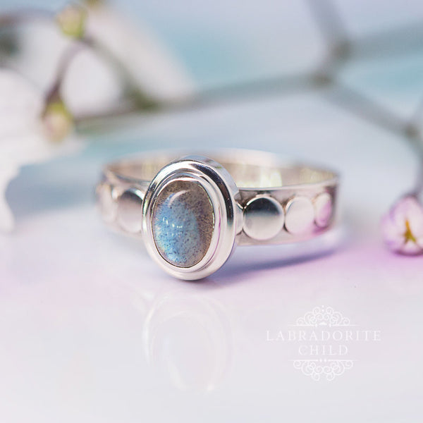 Labradorite Ring - Embossed Delight
