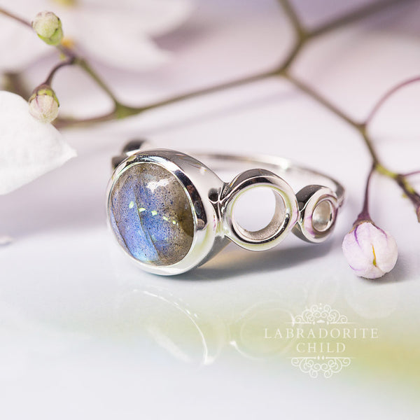 Labradorite Ring - Moon Cycle