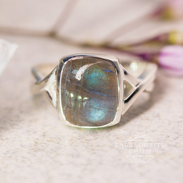 Labradorite Ring - Simple Serenade