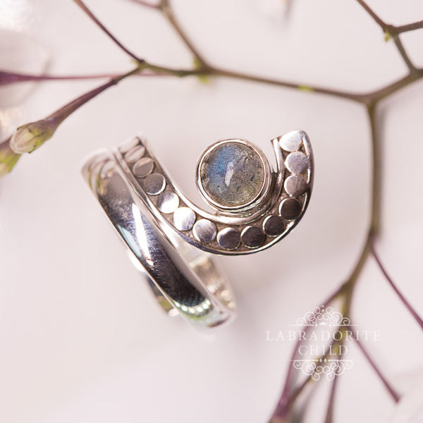 Labradorite Ring - Twisted Pupil