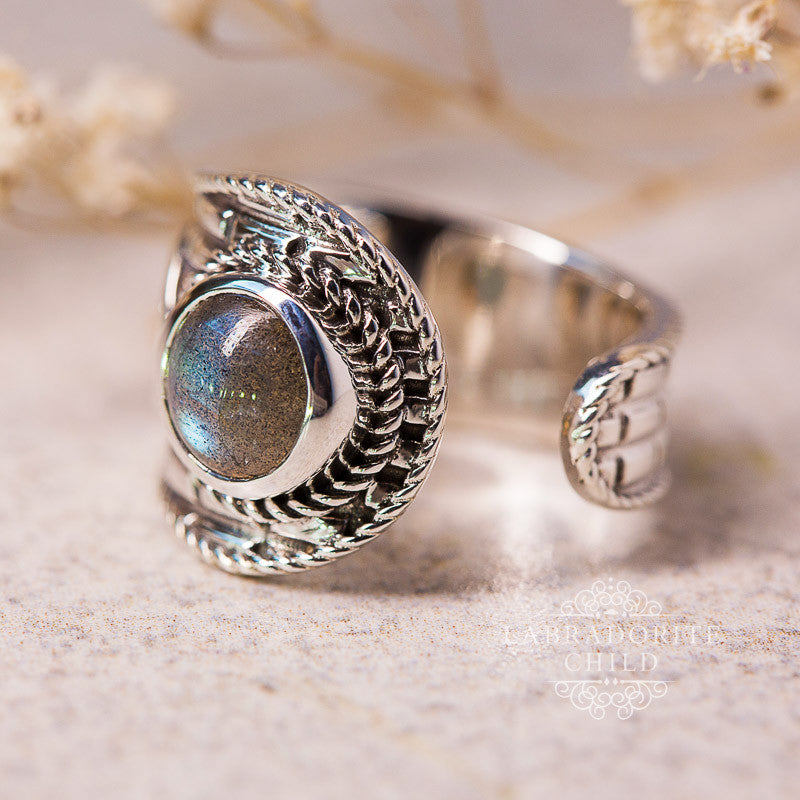 Labradorite Ring - Gaping Cliff