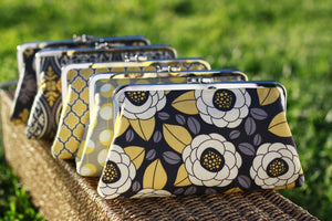 Rustic Floral Clutches for Wedding Party | PINKOASIS