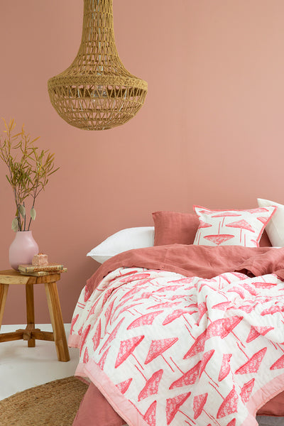 Pink Pretty Parasols Quilt (Single Double King Size) IAE4