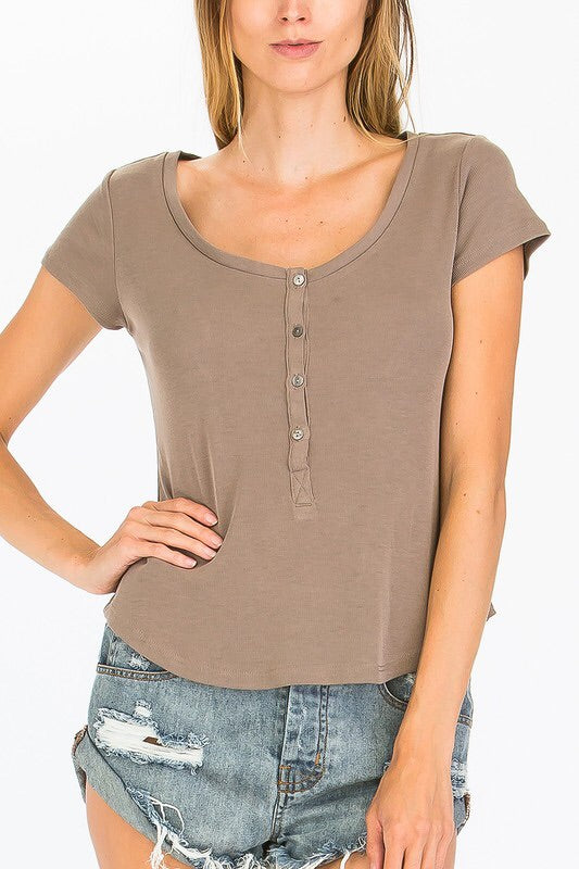 MOCHA BUTTONDOWN TEE