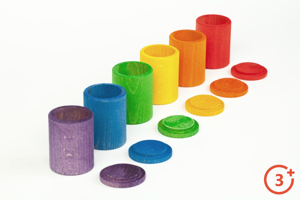 6 cups with 6 lids in Rainbow Colours. Red, Orange, Yellow, Green, Blue and Purple.