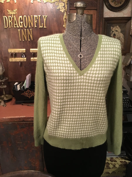 Green and Cream V Neck Sweater Size 1X