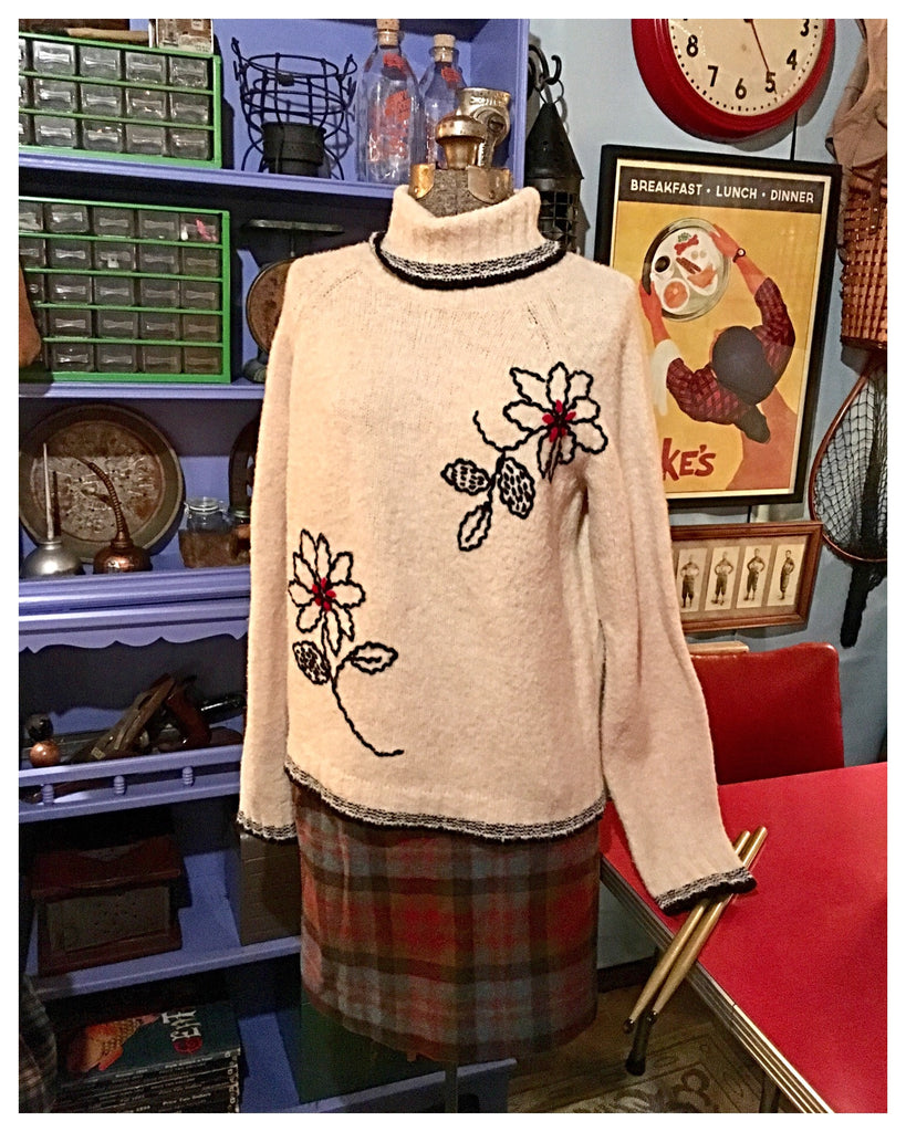 Cream Flower Turtleneck Sweater Size Small Medium