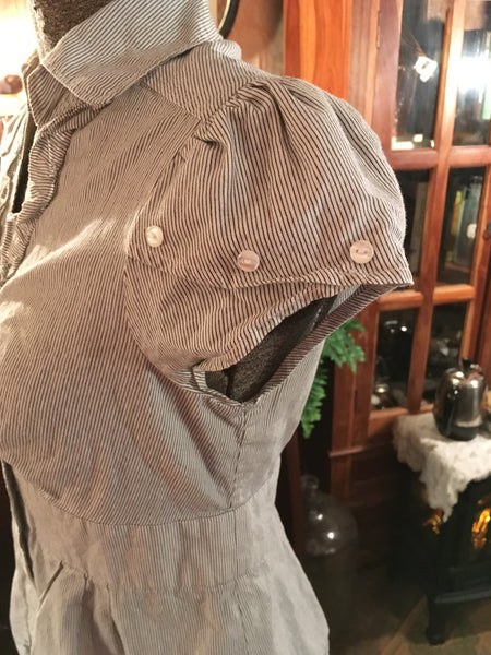 Button Up Blouse Ruffle Front Size XS Small