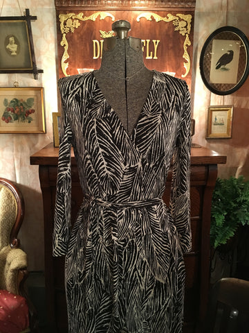 DVF Black and White Wrap Dress Size 8 Medium / Large