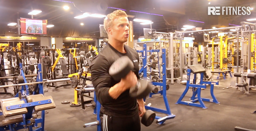 HOW TO DO A STANDING DUMBBELL CURL