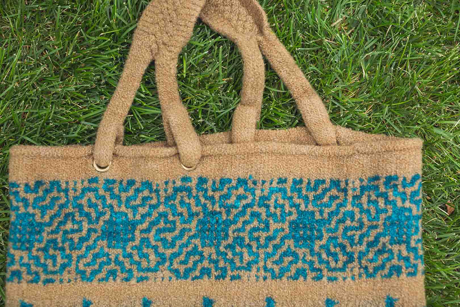Win the 'Paca Bag Knitting Kit