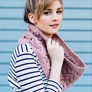 Big Cable Cowl by Hannah Fettig - Gift Set with Texture Book