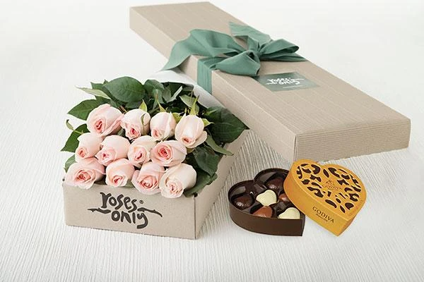 Pastel Pink Roses Gift Box ( 12 Flowers ) & Gold Godiva Chocolates (6PC)