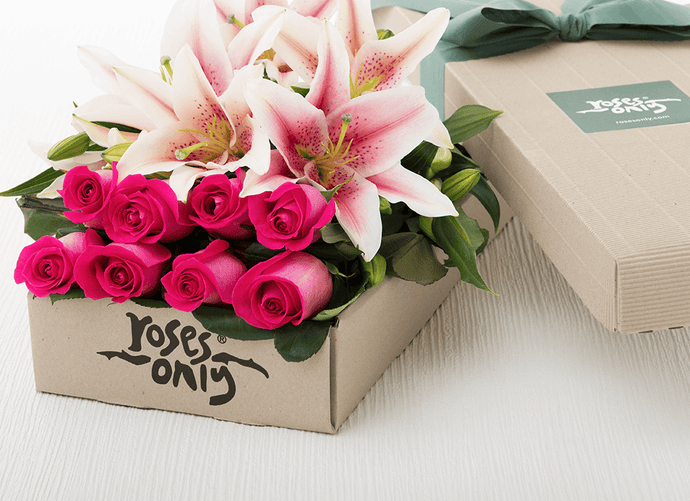 18 Pink Lilies and Roses Gift Box - Roses Only