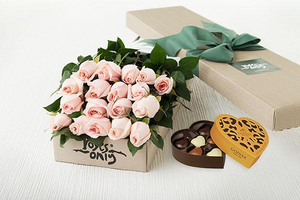 Pastel Pink Roses Gift Box ( 18 Flowers ) &  Gold Godiva Chocolates(6PC)