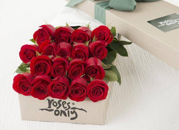 18 Red Roses Romantic Gift Box
