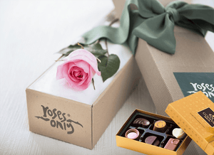 Single Pastel Pink Roses Gift Box & Gold Godiva Chocolates - Roses Only