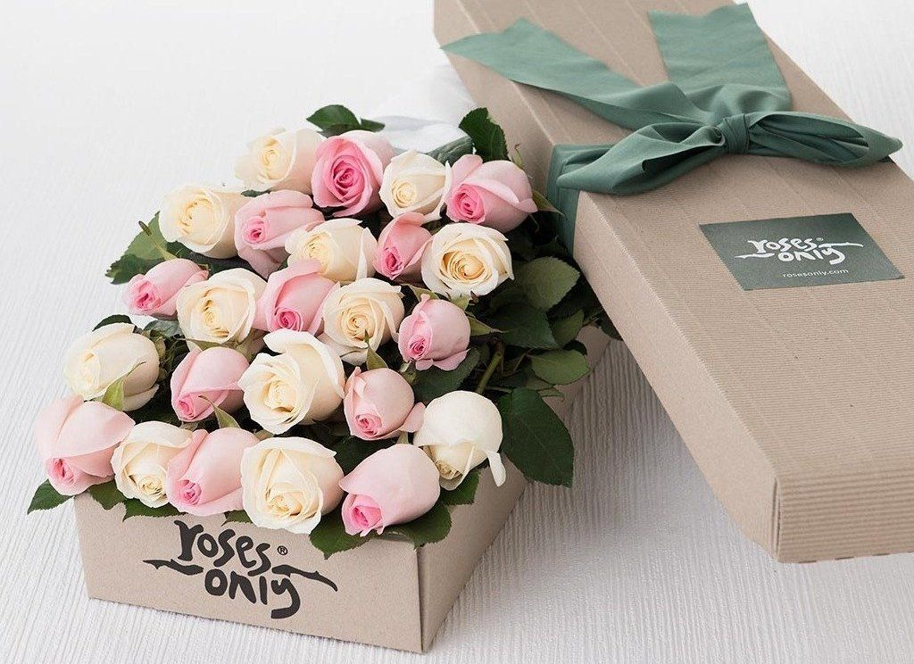 24 Pastel Mixed Roses Gift Box - Roses Only