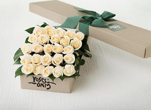 25 White Cream Roses Gift Box