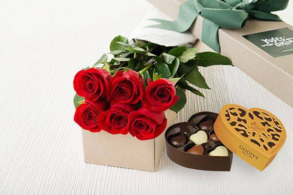6 Red Roses Gift Box & Gold Godiva Chocolates