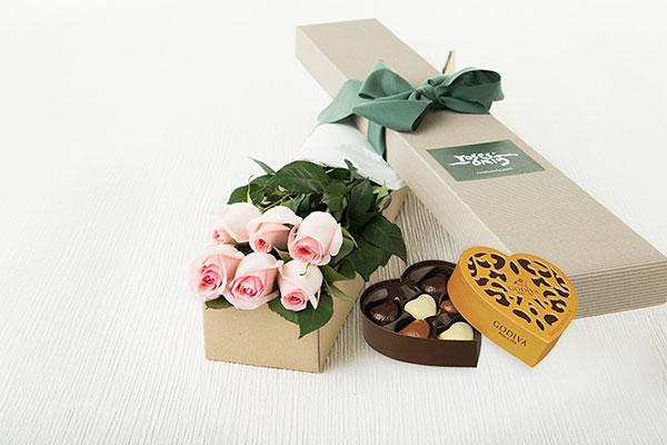 Pastel Pink Roses Gift Box ( 6 Flowers )& Gold Godiva Chocolates(6PC)