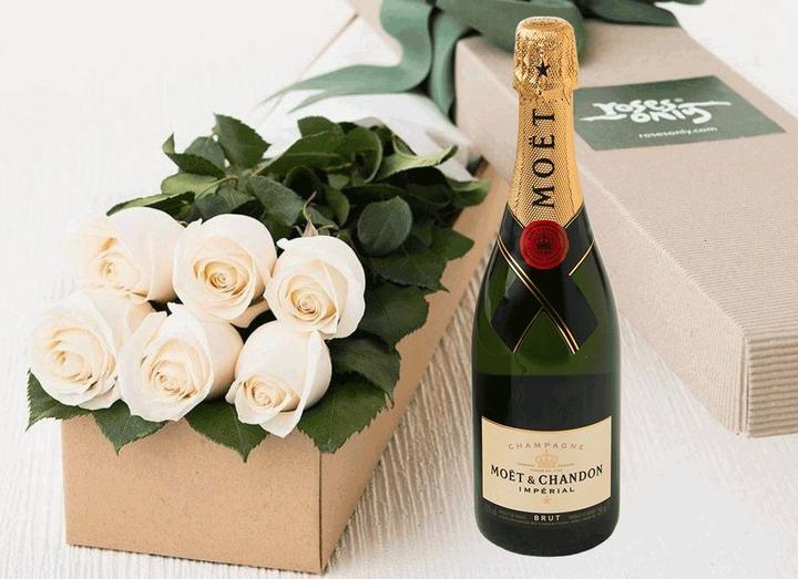 6 White Cream Roses Gift Box & Champagne - Roses Only