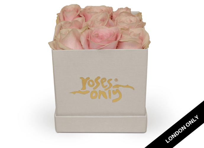 9 Pastel Pink Rose Cube Hat Box - Roses Only