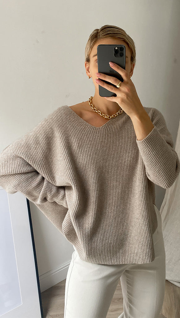 8.00PM SWEATER - CAMEL