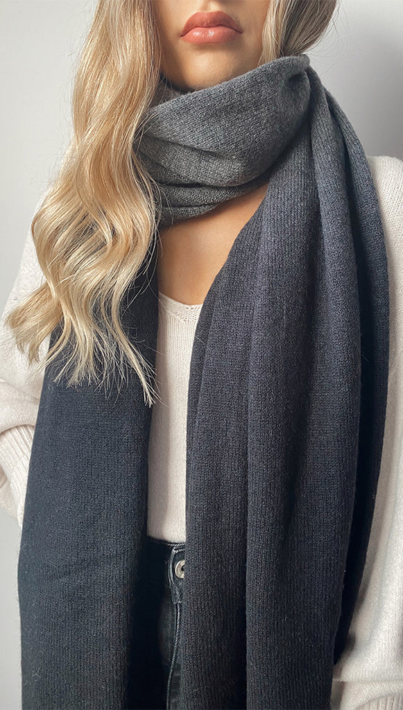 CASHMERE TRAVEL WRAP - DARK GREY MELANGE + BLACK
