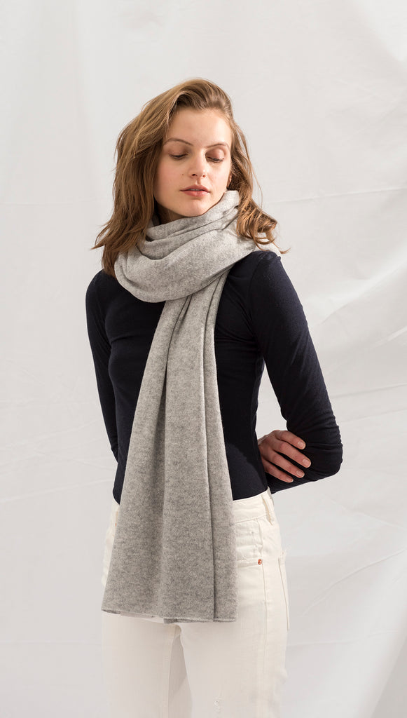CASHMERE TRAVEL WRAP - HEATHER GREY