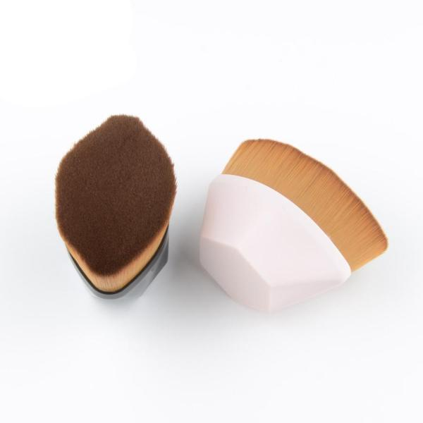 Perfect Angle Foundation Brush