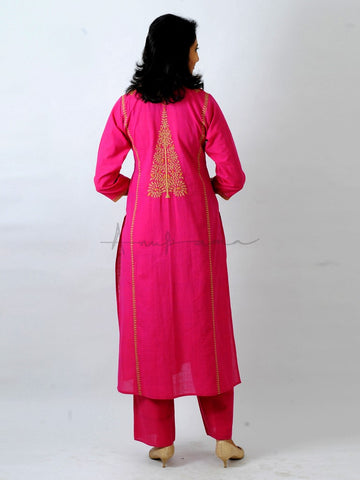 Everyday mangalgiri kurta in Rani with Ambi Dori embroidery
