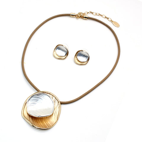 Fashion Jewellery Necklace and Earrings. Gift in UAE