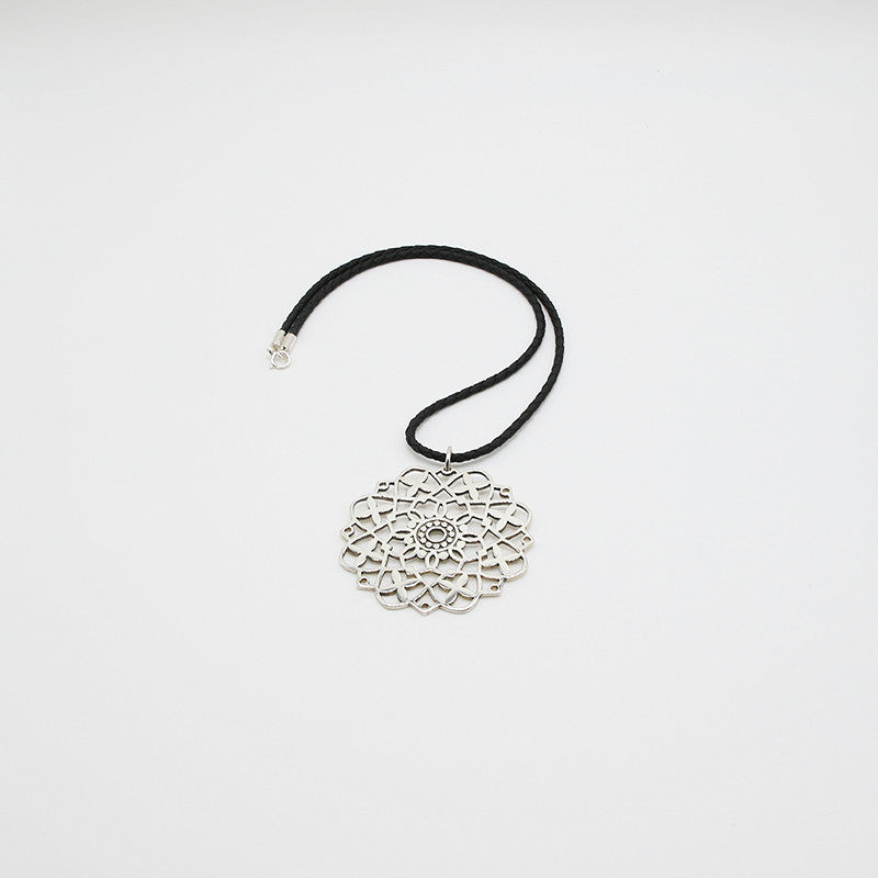 Arabian Silver Necklace Filigree  in Abu Dhabi