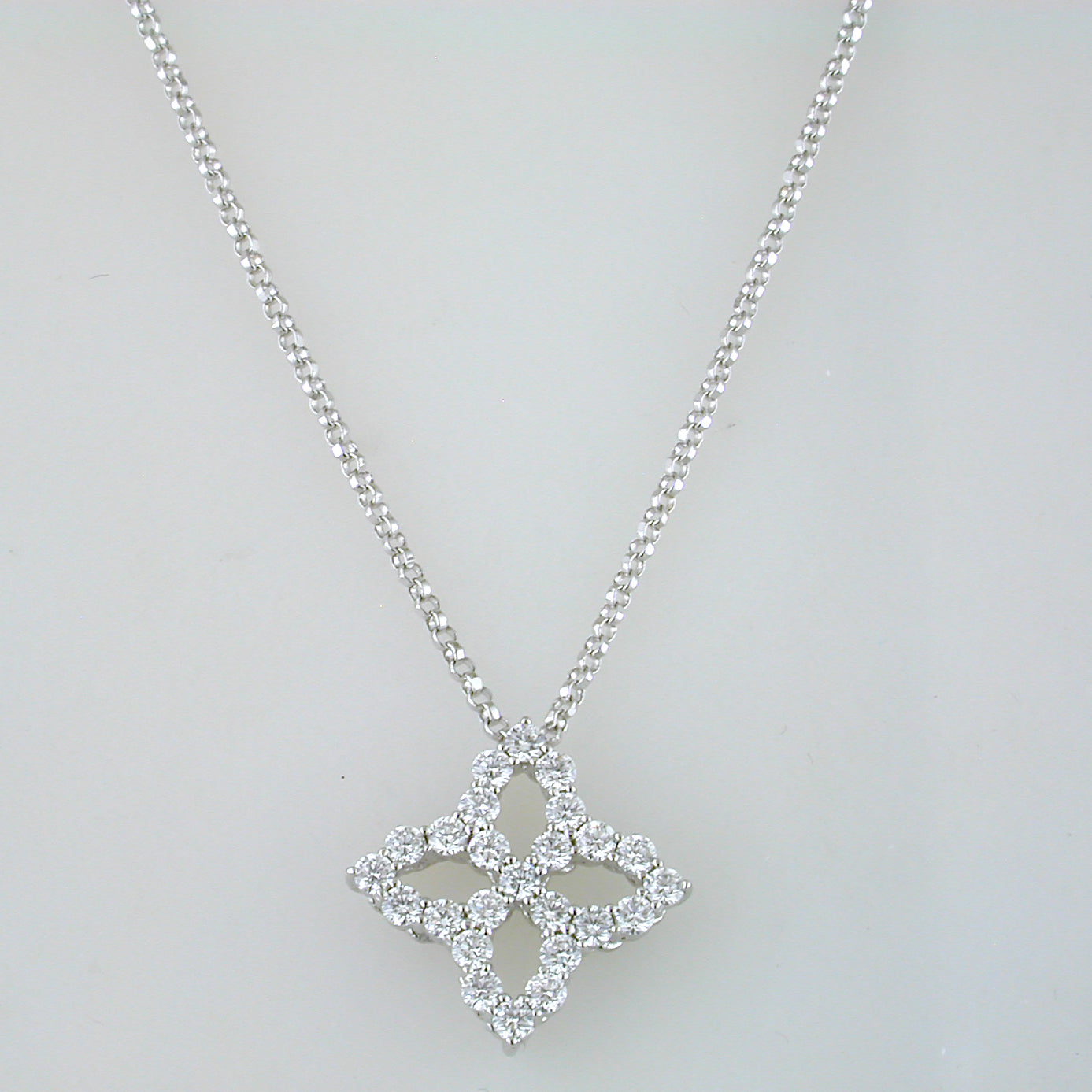 Roberto Coin Princess Flower Necklace Medium Diamond Pendant 18kt
