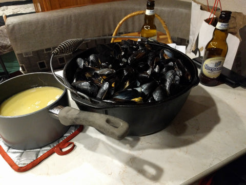 Steamed mussels with a butter/garlic/shallot dipping sauce
