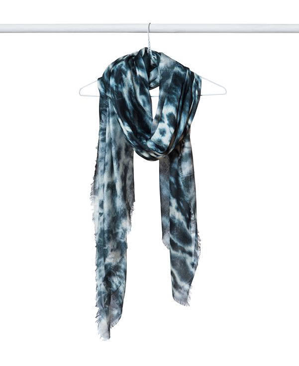 Sustainable fashion | Blue leopard scarf | Made By Women