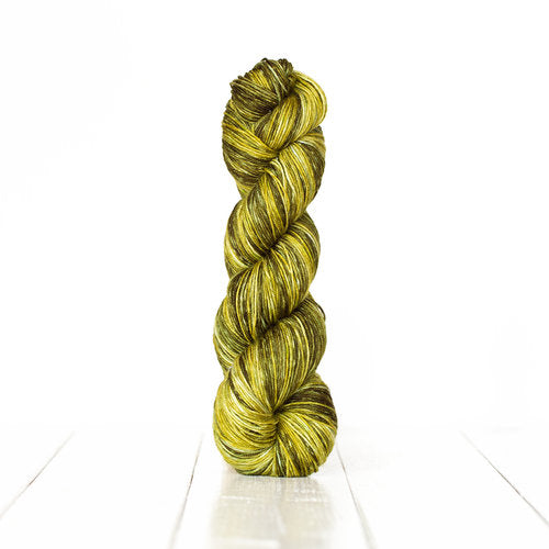 Urth Monokrom Hand Dyed Extrafine Superwash Merino, Fingering #1
