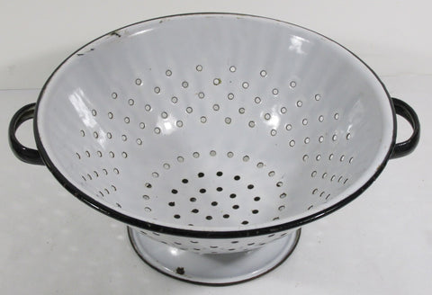 Granite Ware Footed Colander 10-1/2 Inch Diameter C. 1940