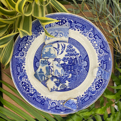 Blue Willow pattern with pottery shards