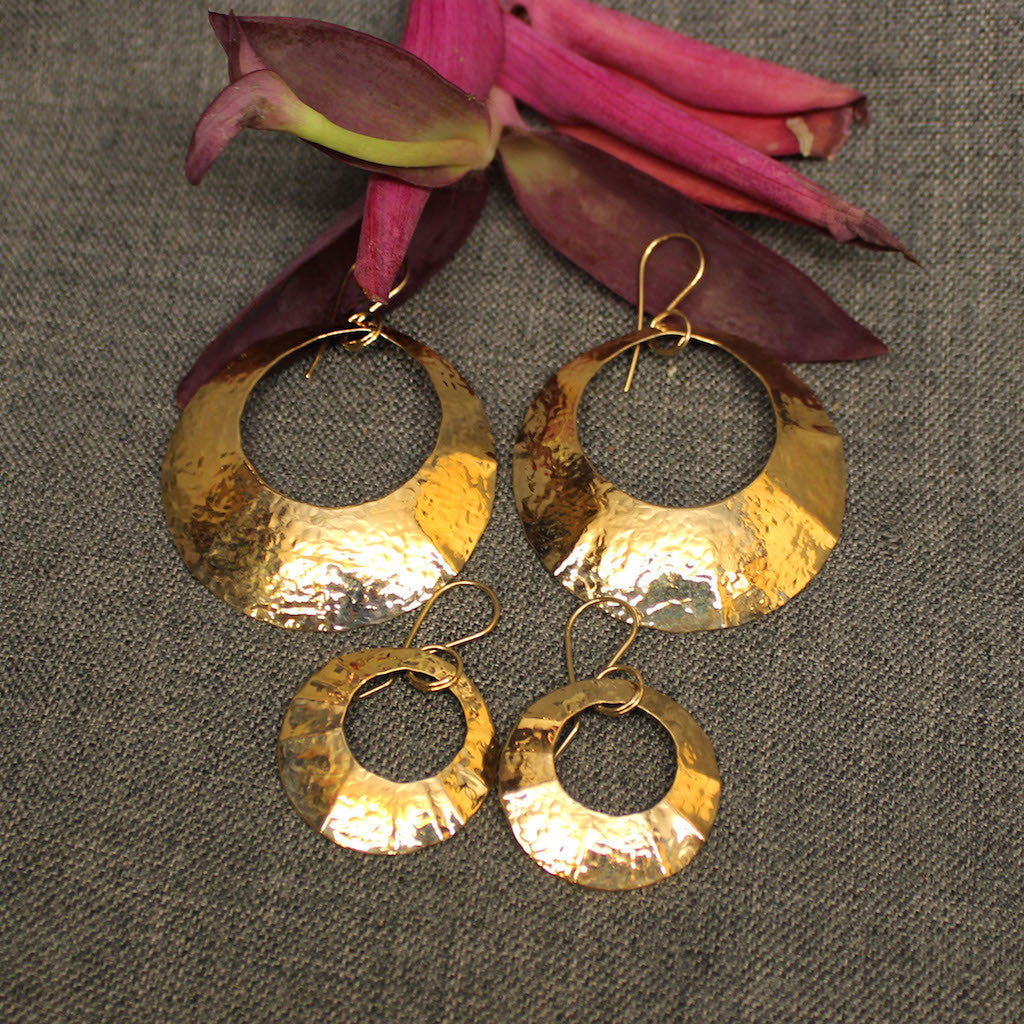 Small and large 14k gold hammered circular earrings.