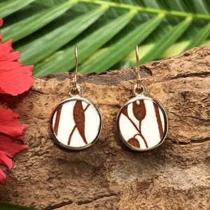 Small round 14k gold earrings with brown and white Chaney inlay with leaf motif.