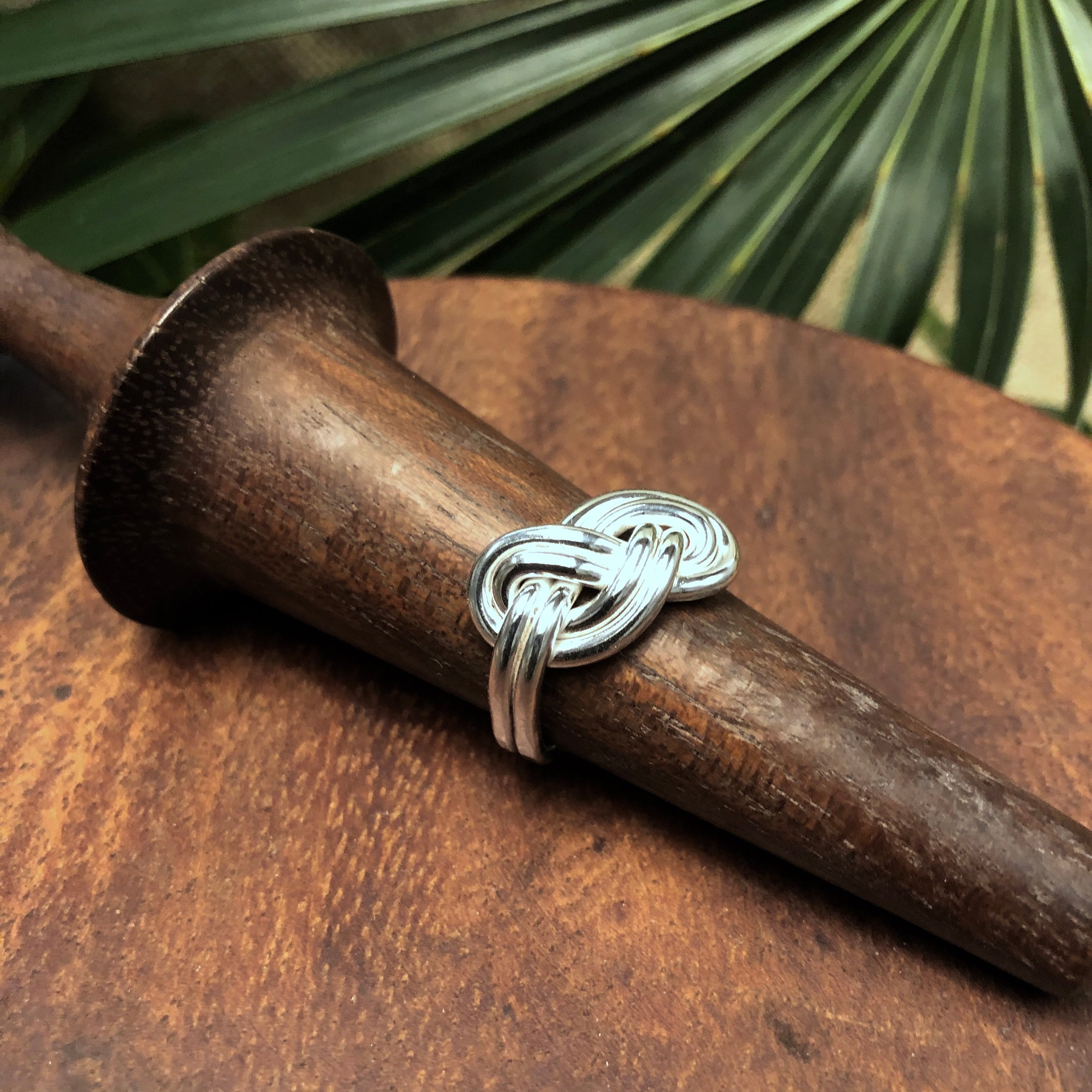 Double Infinity Ring Crucian Gold