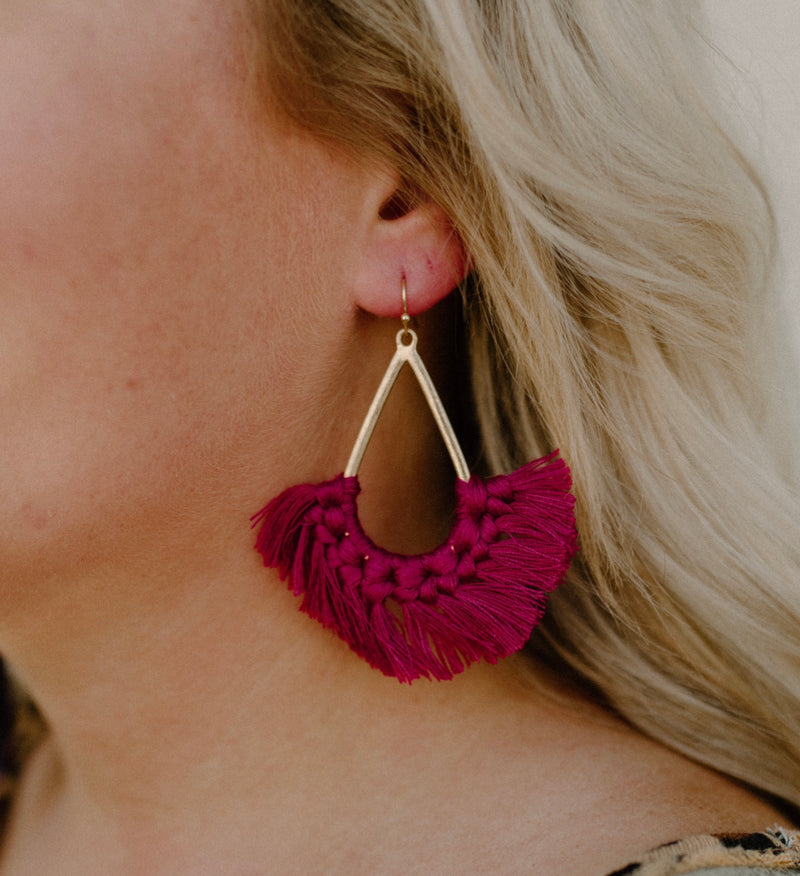 Come Back Earrings : Magenta