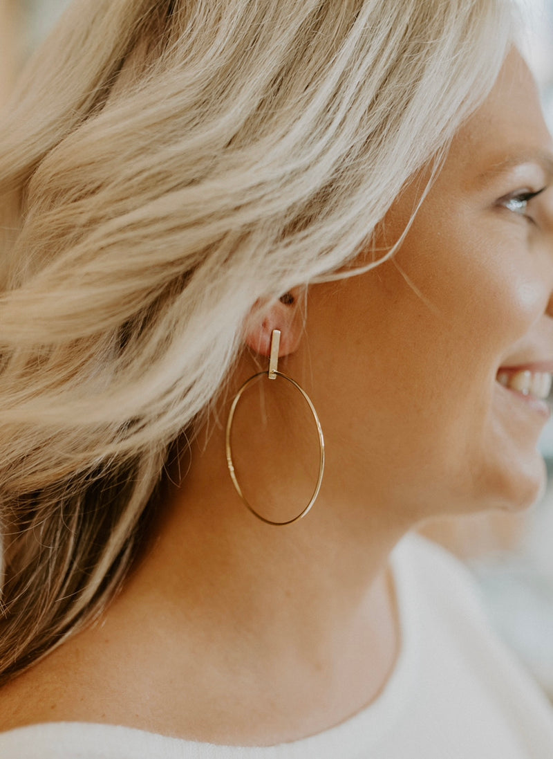 Work It Earrings : Gold