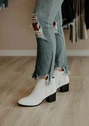 A Moment Booties : White