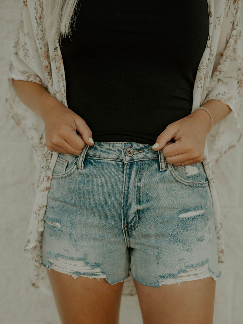 Love Me Less Shorts : Medium Wash
