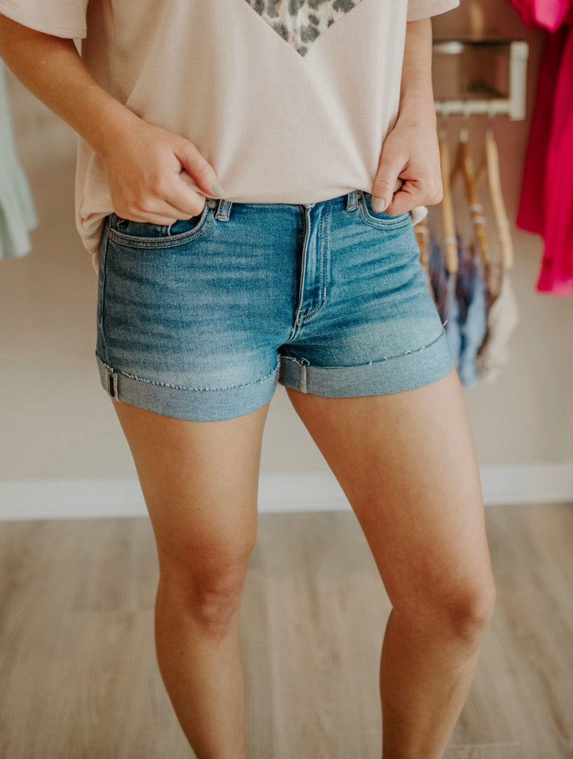 Want To Stay Shorts : Medium Wash
